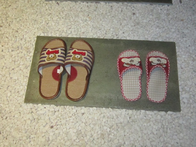 wearing slippers in china